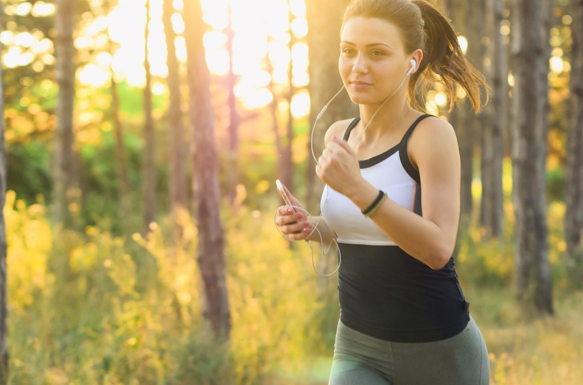 girl listening to music during workout