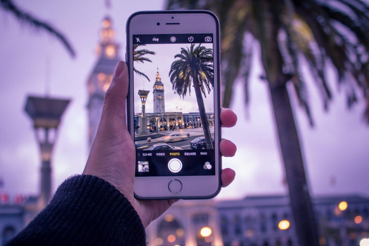 smartphone traveling